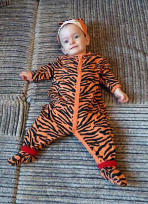 ребенок в костюме тигра, адаптация к ДОУ/1348200295_YUlya_tigra (300x414, 203Kb)
