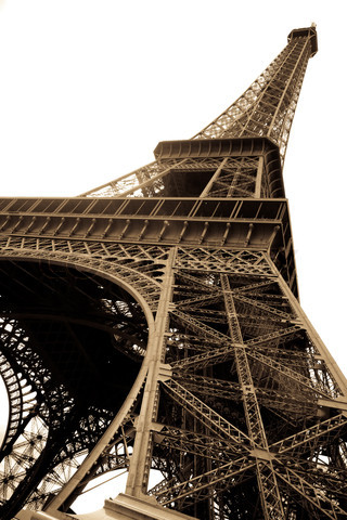 2179775-1257-vintage-picture-of-eiffel-tower-in-paris-france (320x480, 71Kb)