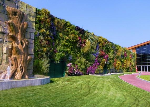 cамый большой вертикальный сад в мире (570x407, 188Kb)