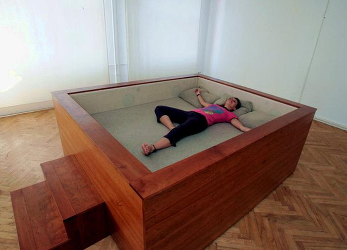 Как сделать большую кровать своими руками