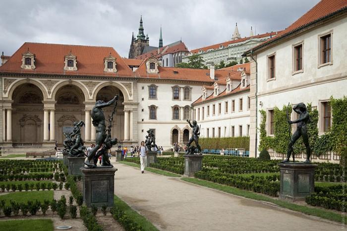 Неповторимая архитектура Праги 26 (700x466, 108Kb)