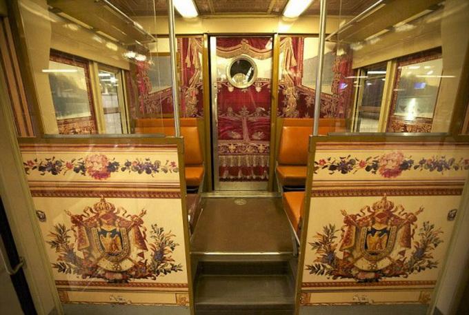 парижский поезд оформлен под версальский дворец 5 (680x457, 138Kb)