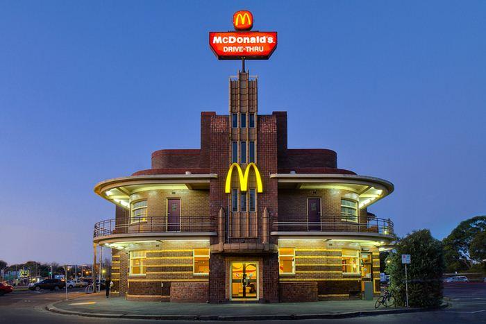 Самые необычные места для McDonalds 2 (700x467, 46Kb)
