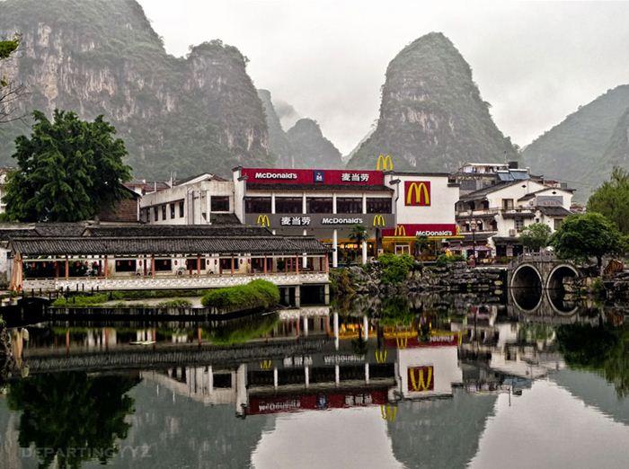 Самые необычные места для McDonalds 6 (700x522, 77Kb)