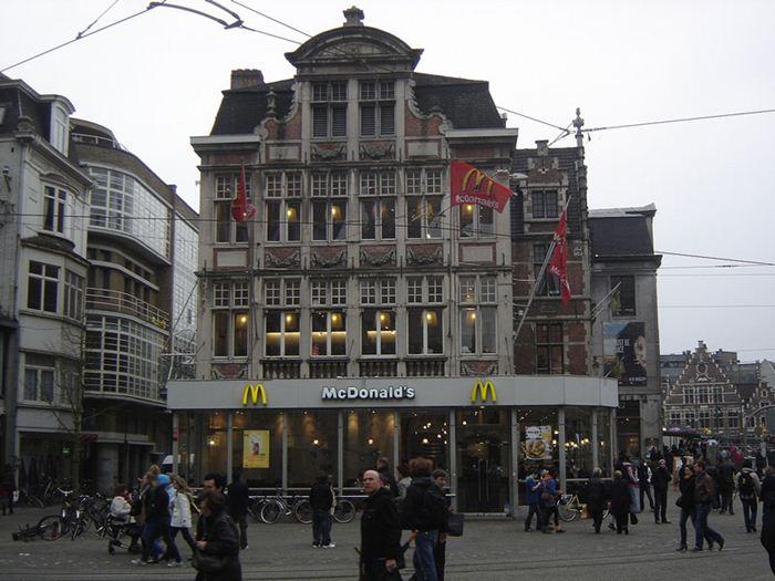 Самые необычные места для McDonalds 12 (700x525, 68Kb)