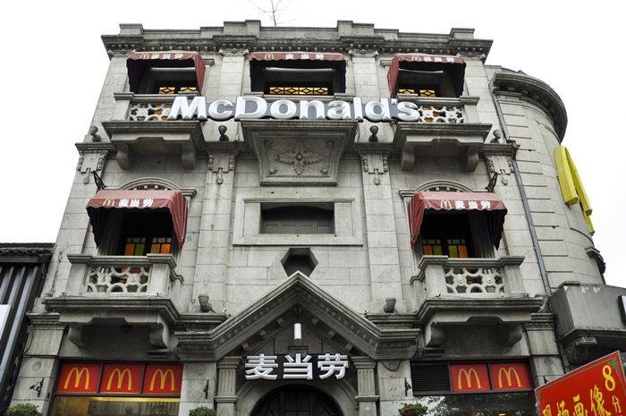Самые необычные места для McDonalds 22 (700x465, 67Kb)