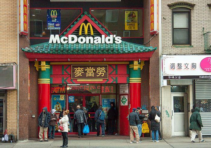 Самые необычные места для McDonalds 34 (700x491, 99Kb)