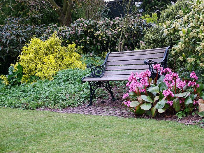 wrought-iron-garden-bench (700x525, 164Kb)