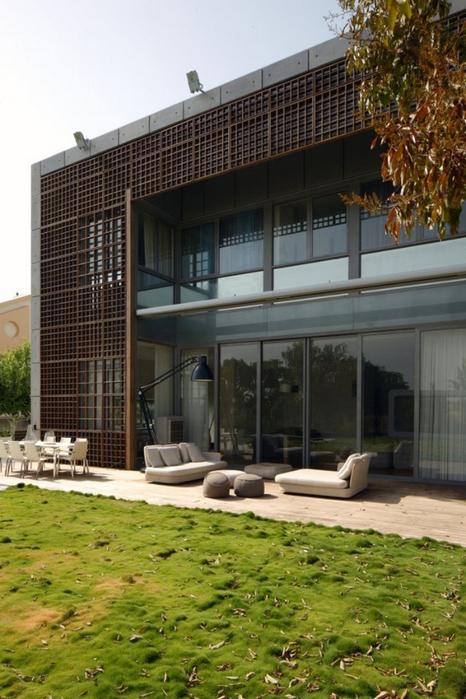 Квадратный дом в центре Израиля 4 (466x700, 358Kb)
