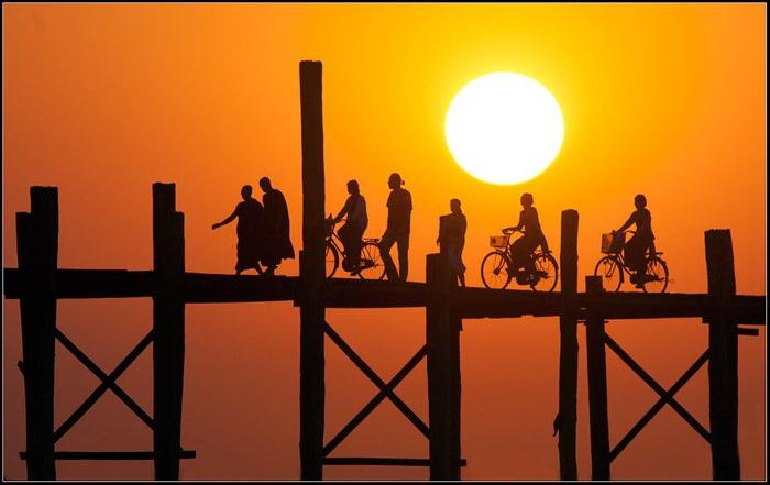 Закат в Мандалай. Бирма (700x441, 46Kb)