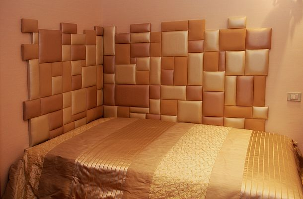 Пример стены из кожаной плитки