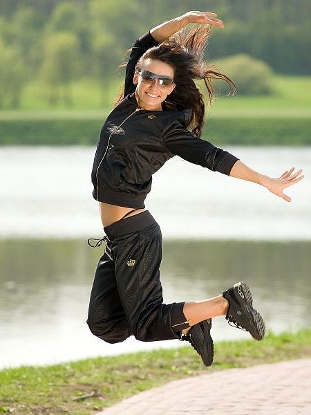 женские спортивные костюмы адидас/4171694_kypit_jenskii_sportivnii_kostum (450x600, 67Kb)