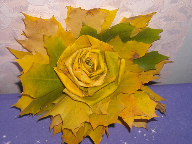 Поделка из кленовых листьев розы