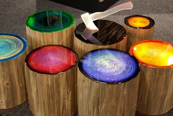 Сделаны пеньки-светильники из сосновой стружки, а крышка-сидение - из зеркального оргстекла даёт возможность...