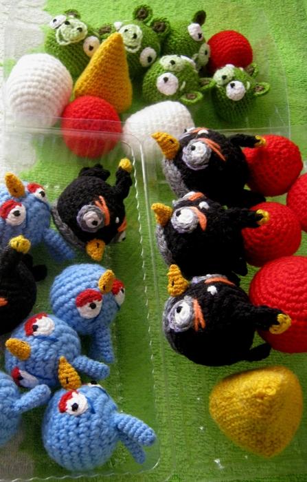 Начала вязать Angry Birds.
