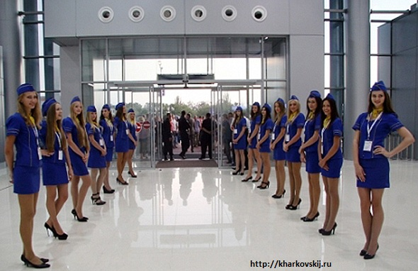 20110420_044544_-692157785_kharkov-international-airport-hostesses-lined-up-big (590x382, 84Kb)