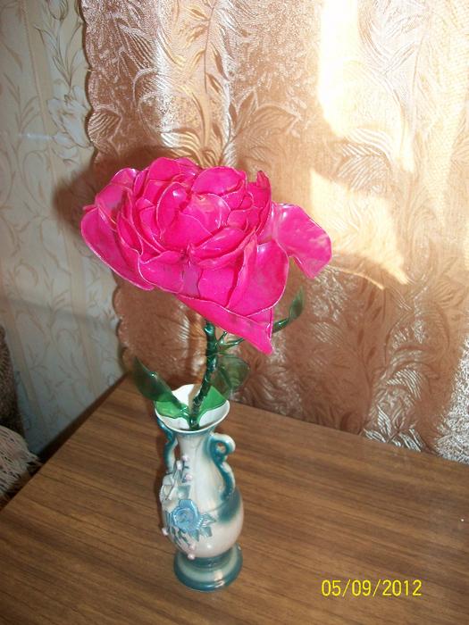 Поделка роза из бутылок