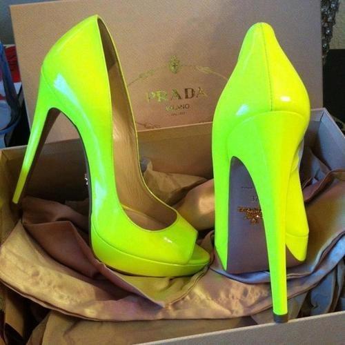 Модные зелёные туфли