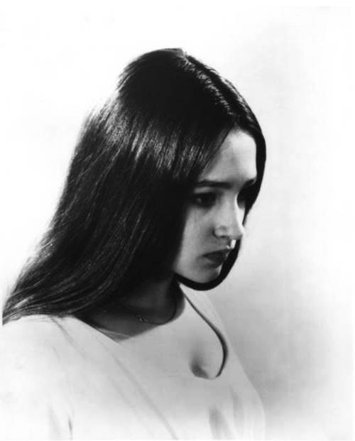 Оливия Хасси  в роли Джульетты (500x621, 25Kb)