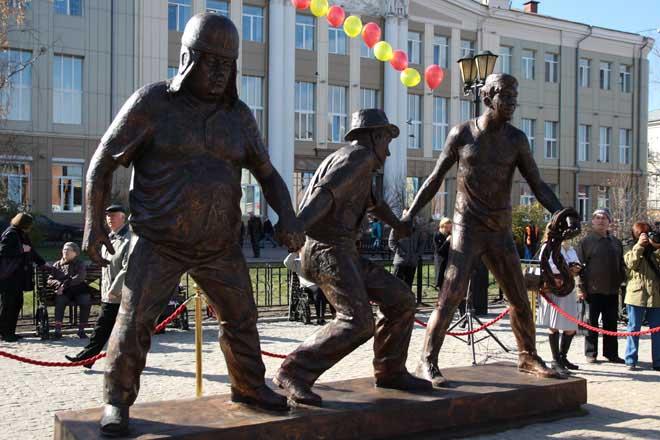 В Иркутске открыли памятник Гайдаю