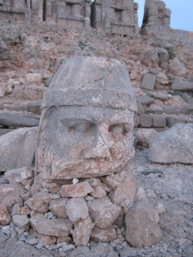 3925073_nemrut_dag_turkey_4 (389x518, 39Kb)
