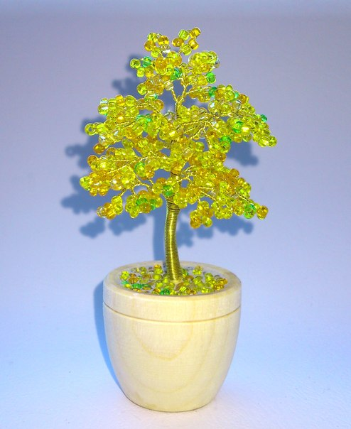 """Дерево из бисера  """"Золотая малютка """".  Высота 7-8 см."""