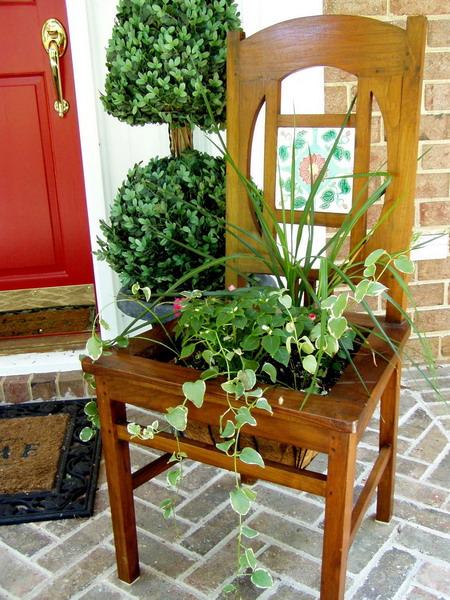 4497432_plantingflowersinchairs15 (450x600, 136Kb)