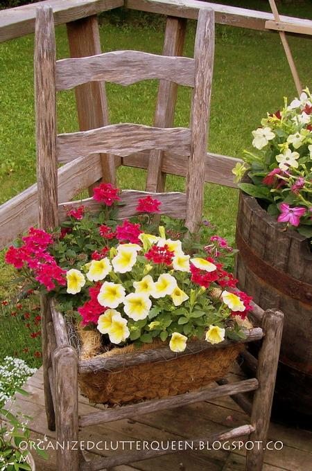 4497432_plantingflowersinchairs23 (450x680, 150Kb)