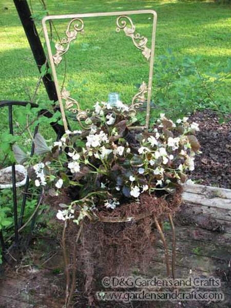 4497432_plantingflowersinchairs211 (450x600, 115Kb)