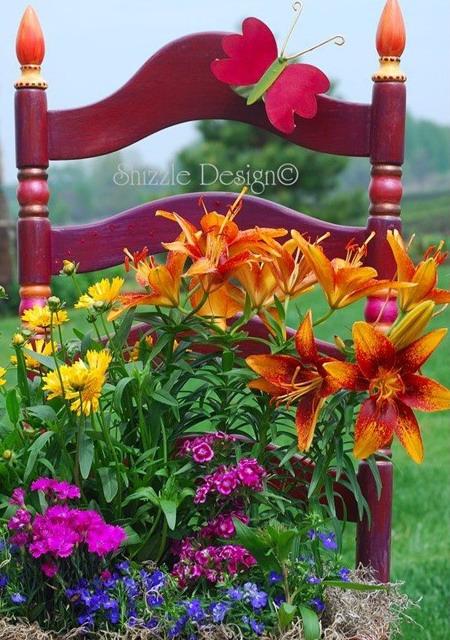 4497432_plantingflowersinchairscolorful13 (450x640, 128Kb)