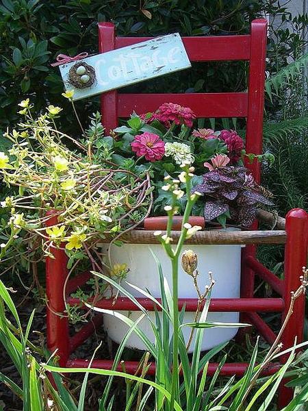4497432_plantingflowersinchairscolorful15 (450x600, 152Kb)