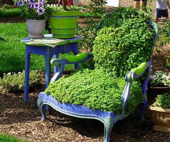 4497432_plantingflowersinchairs43 (550x460, 135Kb)