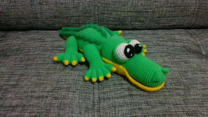 Крокодил, связанный крючком