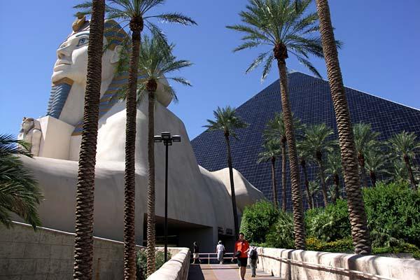 Отель Luxor hotel и Casino, Las Vegas - Пожить в пирамиде. 33196