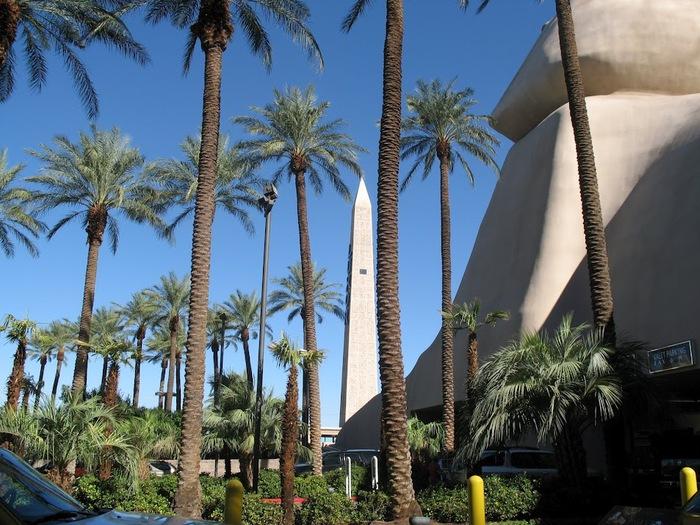 Отель Luxor hotel и Casino, Las Vegas - Пожить в пирамиде. 27620