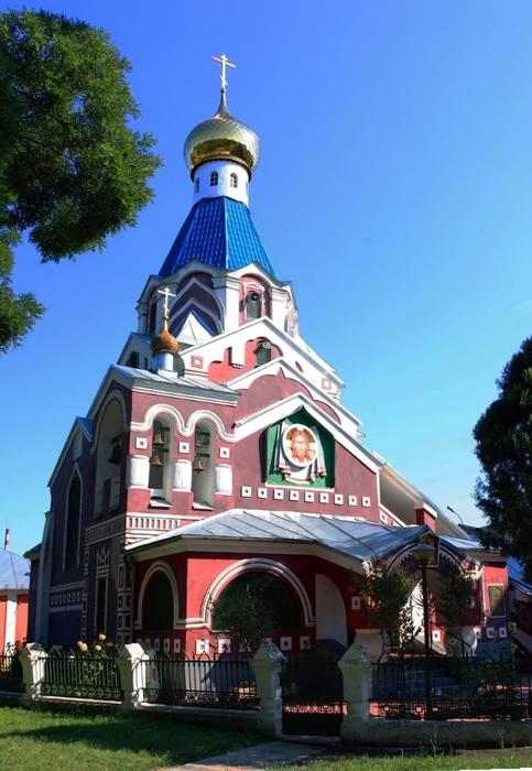 Покровский Храм-памятник в Ужгороде. (483x700, 246Kb)