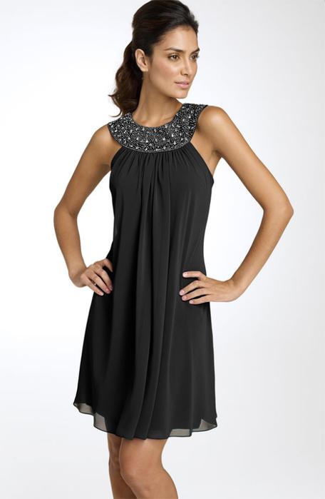 Простое платье с пайетками
