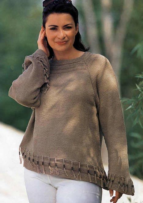 Пуловер с бахромой, связанная