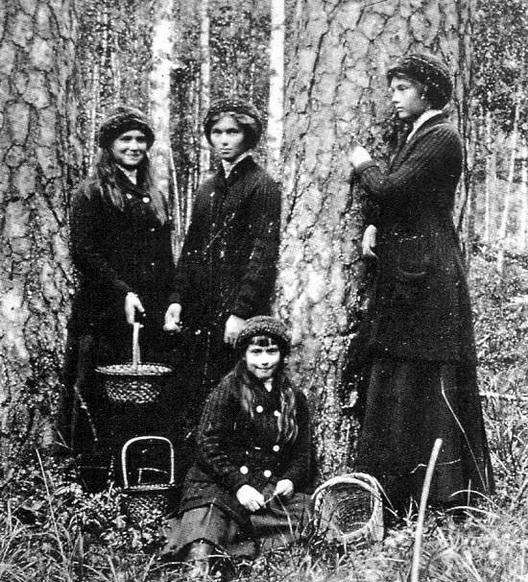 sistersFinland1912 (528x582, 176Kb)