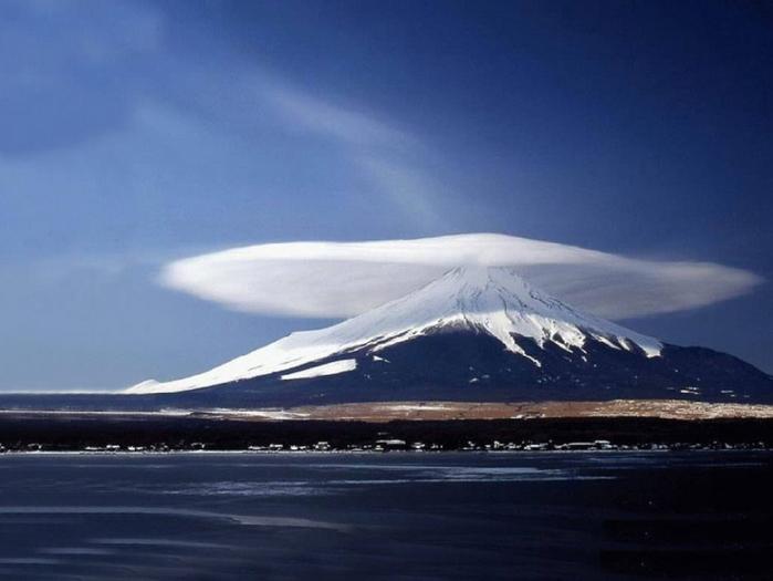 Облако фудзияма япония 700x525 170kb