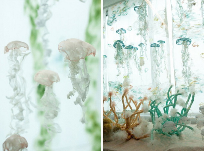оригинальная инстоляция аквариум с медузами Sayuri Sasaki Hemann 5 (680x506, 107Kb)