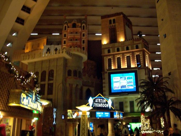 Отель Luxor hotel и Casino, Las Vegas - Пожить в пирамиде. 77077
