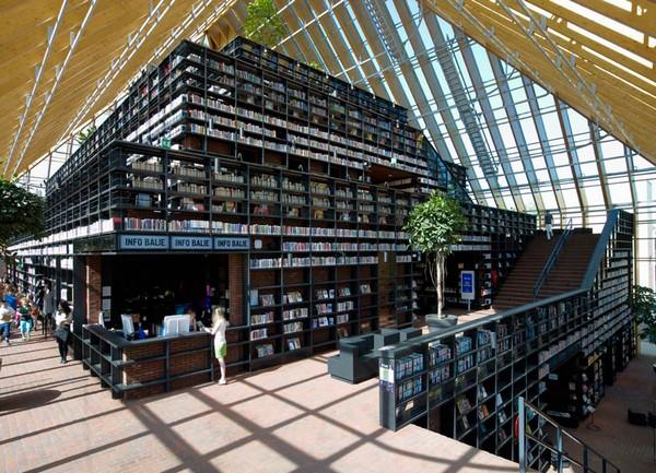современная библиотека Book Mountain 3 (600x433, 124Kb)