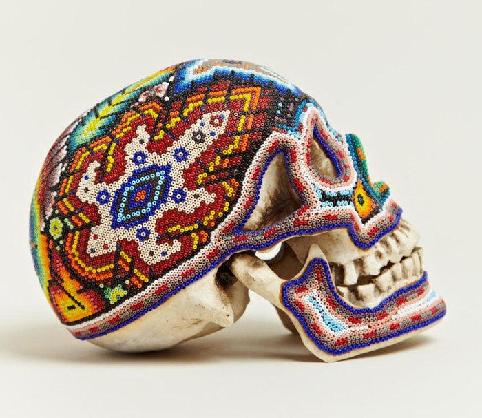 черепа покрытые бисером 2 (700x607, 128Kb)