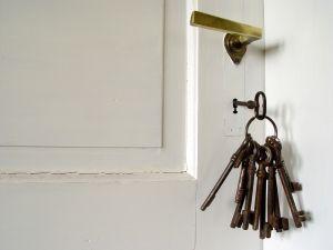 Дверь-Ключи! (300x225, 7Kb)