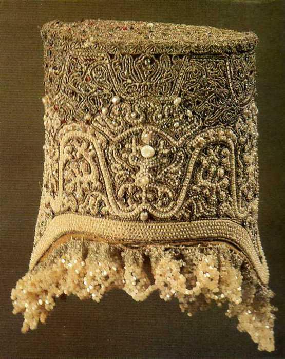 Поверх кокошников часто носили
