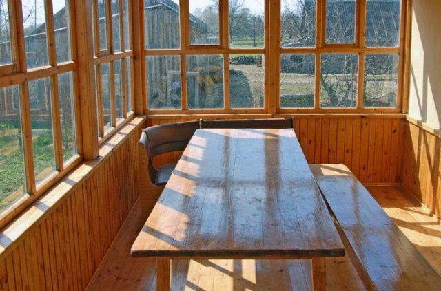 Веранда - обычная летняя пристройка для дома, построить которую очень легко.  Нужно лишь следовать одному простому...