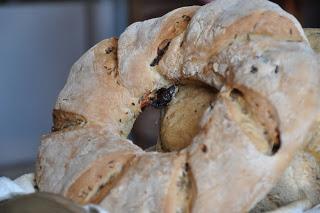 Пшенично-ржаной хлеб с финиками/3414243_pshenichnorjanoi_hleb_s_finikami (320x213, 22Kb)