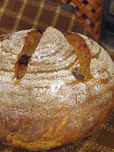 Ржаной хлеб на закваске с грецкими орехами и сушеной клюквой/3414243_1089breadwalnuts (383x510, 126Kb)