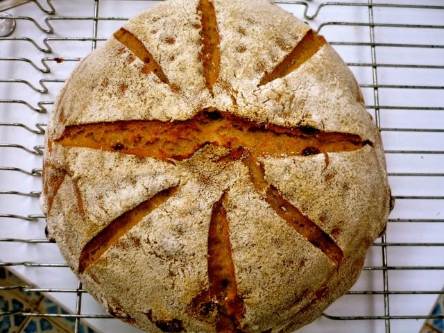 Pain de seigle et raisins d'Auvergne - Ржаной хлеб с изюмом из Оверни/3414243_9711_640 (640x480, 130Kb)